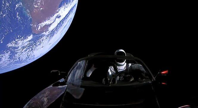 Родстер Илона Маска развил скорость 78 599 км/ч (ВИДЕО)