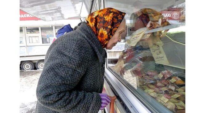 Украинских пенсионеров хотят лишить права на жилье, но выдадут памперсы